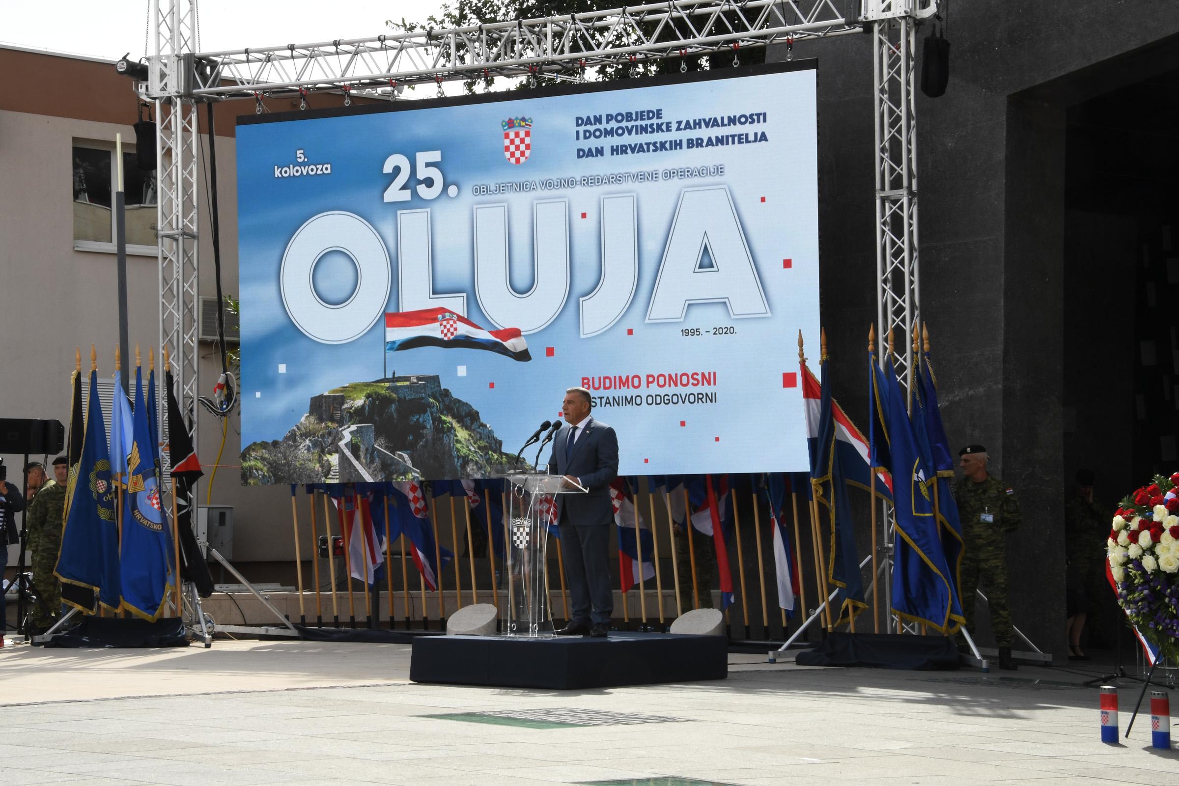 Kod spomenika hrvatske pobjede